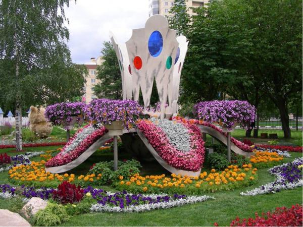 Парковая клумба Нарцисс