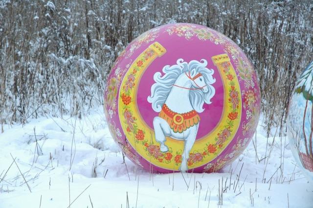 Сфера с росписью Белая лошадка, 1200мм