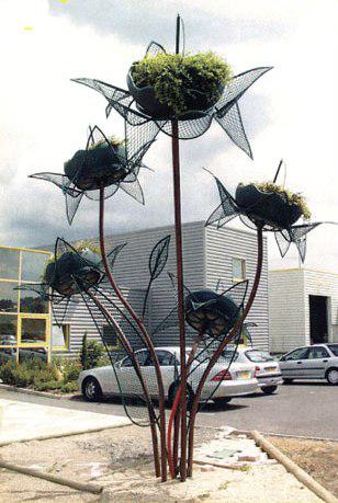 Цветочница Букет Крокусов с лепестками и листьями