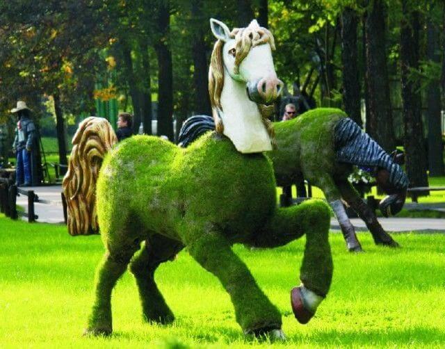 Топиарная фигура Конь