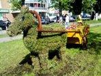 Топиарная фигура Лошадка с тележкой