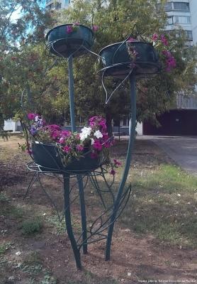 Цветочница Букет Трио с лепестками и листьями